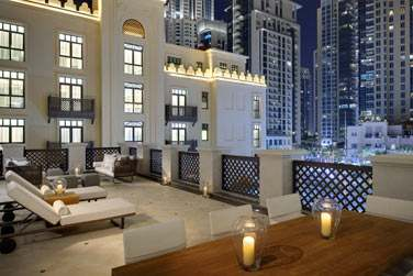 La terrasse de la Suite Boulevard surplombant la piscine de l'hôtel et le quartier Downtown