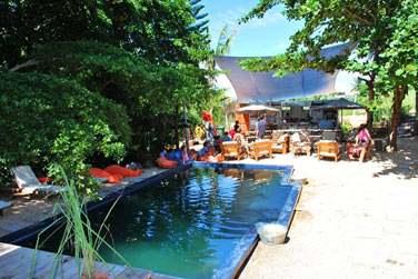 Une ambiance conviviale règne ici... Vous pourrez vous relaxer au bord de la piscine