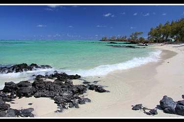 Otentic propose un service de navette gratuite pour l'île aux Cerfs. L'un des plus beaux sites à découvrir !