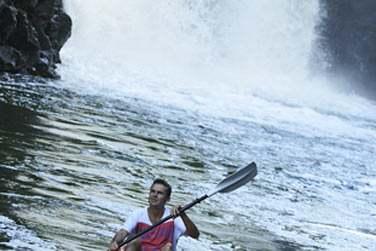 la balade en kayak sur la rivière est un must pendant votre séjour à Otentic !