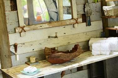 Intérieur de la salle de bain en tente