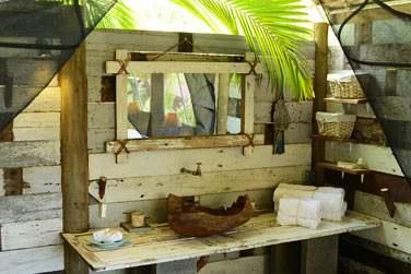 La salle de bain en tente, une décoration originale... Un hébergement réellement atypique !