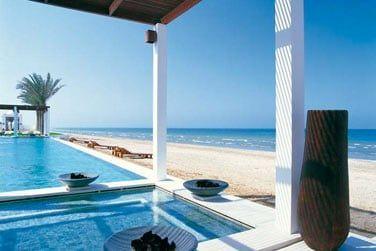 De nombreuses piscines et fontaines confèrent une atmosphère très zen