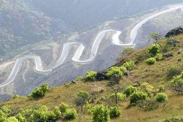 Les montagnes et routes sinueuses du Dhofar
