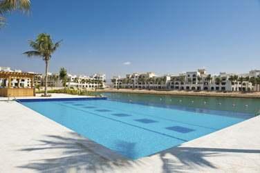 Profitez de la piscine pour vous détendre après une belle journée de découverte de la région du Dhofar
