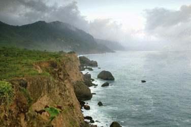 La côte escarpée offre des paysages extraordinaires