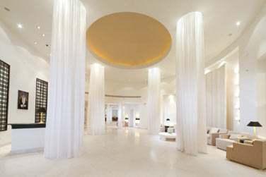 La réception design et aux couleurs claires et lumineuses