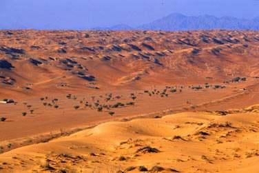 Vous serez entourés des dunes de sable doré, les spectaculaires montagnes en toile de fond
