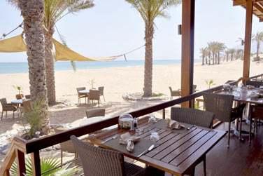 Le restaurant sur la plage As Sammak vous sert des spécialités de poissons et fruits de mer