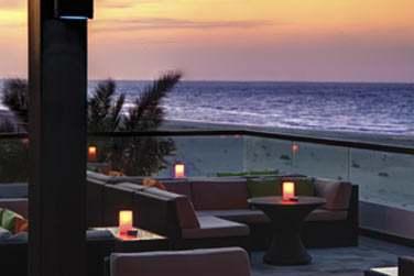 La terrasse du restaurant The Beach House pour un verre ou un dîner face à la mer