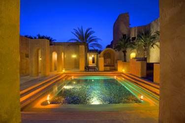 Oasis en fraîcheur et palmeraie au coeur d'un décor fabuleux empreint de simplicité et d'authenticité