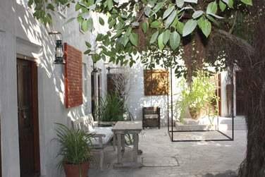 Ce petit hôtel de charme possède également une deuxième cour intérieure calme et reposante