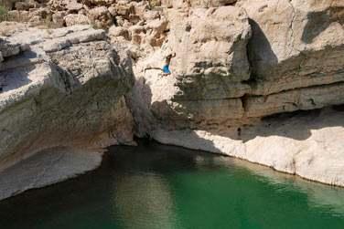 Vous découvrirez les oueds (wadis)et plongez dans les eaux claires de leurs piscines naturelles