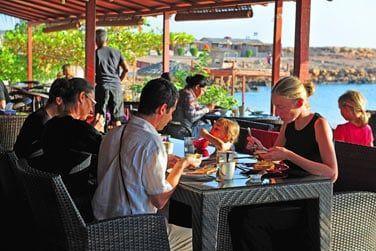 Le restaurant en bord de mer
