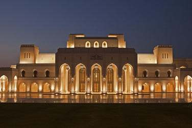 Vous découvrirez la majestueuse architecture et les palais de la ville