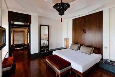 La chambre à la décoration élégante