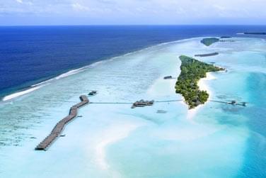 Après votre circuit à Oman, envolez-vous pour une île-hôtel située dans l'atoll d'Ari Sud !