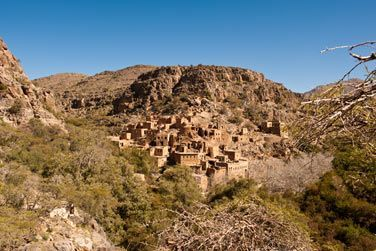 Wadi Bani Habib, construit lui aussi à flanc de colline