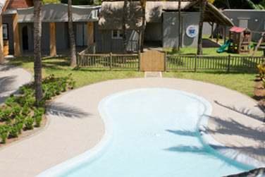 L'hôtel dispose d'un club enfants doté d'une piscine.