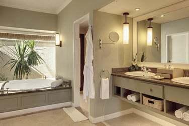 La salle de bain des chambres, spacieuse !