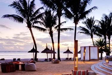 Espace lounge sur la plage au Bar Bleu