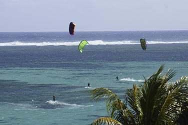 Le site de l'hôtel est propice à la pratique du kitesurf