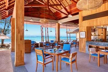 Le Edgewater Bar & Grill Beach Restaurant