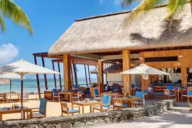 Le Edgewater Bar & Grill Beach Restaurant pour un déjeuner les pieds dans le sable