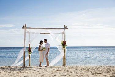 Dites vous 'oui' sur la sublime plage de sable blanc...