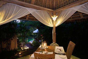 Pourquoi ne pas vous laisser tenter par un dîner romantique?