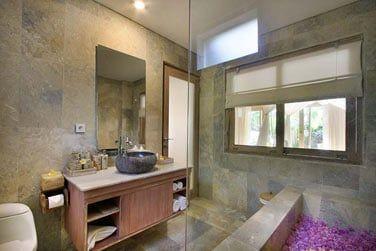 ... Et leur jolie salle de bain avec baignoire.