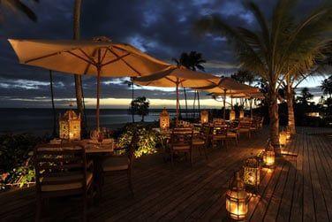 Dînez sur la terrasse tout en contemplant la beauté de l'océan...