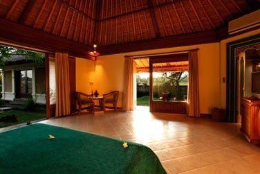 avec accès directs sur les jardins tropicaux de l'hôtel