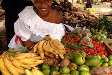 Ne manquez pas les marchés colorés de la Martinique ! Et profitez-en pour déguster de délicieux fruits tropicaux