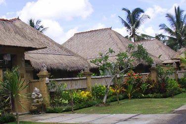 Dotées d'un toit de chaume, elles ont été construites dans un style traditionnel