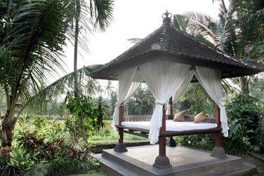 Les chambres et suites sont réparties dans les jardins de l'hôtel.