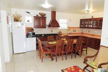 Vous apprécierez le coin salon à côté de votre cuisine