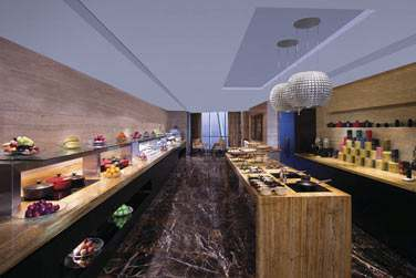 L'espace du Club Executive avec buffet savoureux... Accessible à tous les ésidents des chambres Club