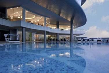 Il dispose d'une piscine extérieure et d'une plage aménagée