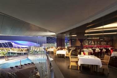 Le restaurant Li Beirut et sa terrasse ouverte sur l'extérieur
