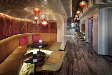 La réception abrite un bar au design surprenant !