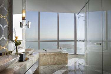 La salle de bain de la Suite Royale Etihad