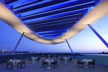 ... Ou tout simplement admirer la vue sur les eaux turquoise du golfe d'Arabie