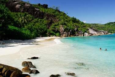 Vous découvrirez des paysages typiquement seychellois avec ses gros rochers de granit