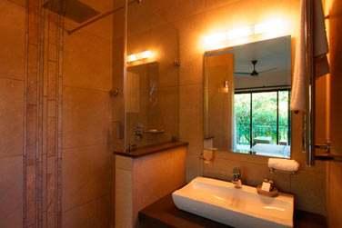 Les salles de bain sont modernes