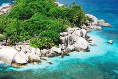 Cette île, la 3e plus grande après Mahé et Praslin, est de toute beauté