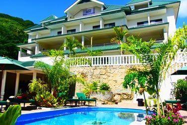 Sur l'île de Mahé, au cœur du village de Beau Vallon, bienvenue au Hanneman Holiday Residence !