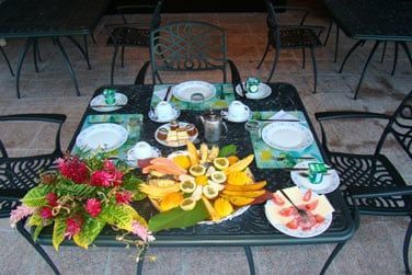 Le matin, saovurez un délicieux petit déjeuner à base de produits locaux !