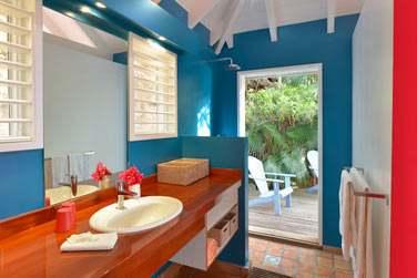 La salle de bain d'une chambre de la villa Iguana
