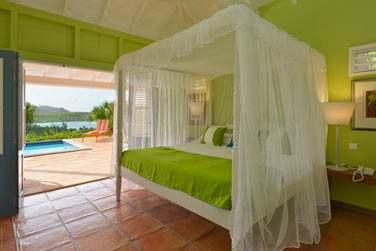 Une chambre de la villa Iguana aux tons anis !